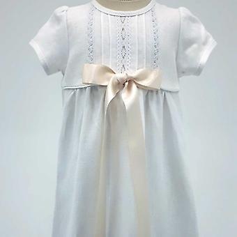 Dopklänning Grace Of Sweden, Kort ärm Med Off White Rosett,      R.v.k