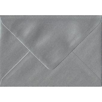 Sølv gummierede lykønskningskort farvet sølv konvolutter. 100gsm FSC bæredygtig papir. 125 mm x 175 mm. bankmand stil kuvert.