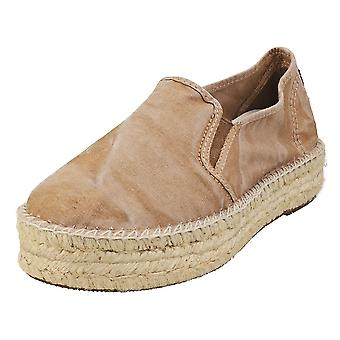 Natural World Old Murray Womens Slip On Shoes in Beige