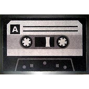 Tape Fußmatte Kassette / Tape grau, aus 100% Polyamid und rutschfester PVC-Unterseite.