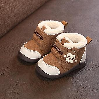 أحذية الثلج الدافئة والسميكة في فصل الشتاء