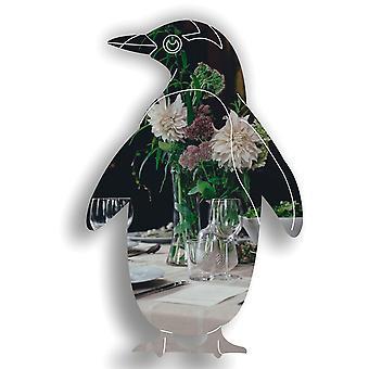 ペンギンは、アクリル ミラーを刻まれました。
