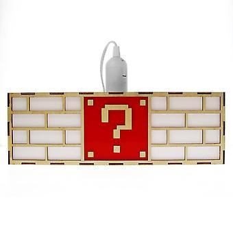 Värikäs videopeli kysymysmerkki lohko roikkuu lamppu