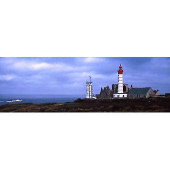 Leuchtturm an der Küste Saint Mathieu Leuchtturm Finistere Bretagne Frankreich Poster Print
