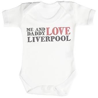 Mig & pappa Text älskar Liverpool Baby Bodysuit / Babygrow