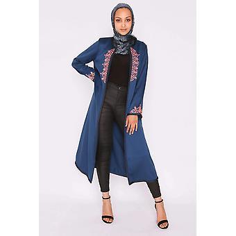 Jawahir longline satén contraste bordado collars sin cuello midi chaqueta de noche en azul profundo