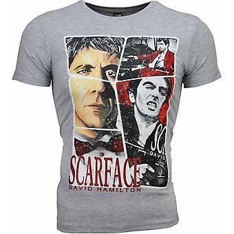 टी शर्ट - स्कारफेस फ्रेम प्रिंट - ग्रे