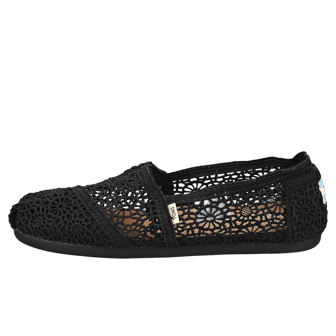 Toms Classic Moroccan Crochet Womens Slip On Shoes in Black