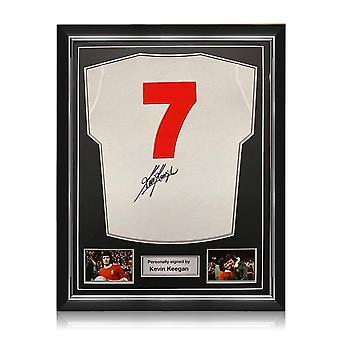 Kevin Keegan firmó la camiseta del Liverpool en 1973. Número 7. Marco superior