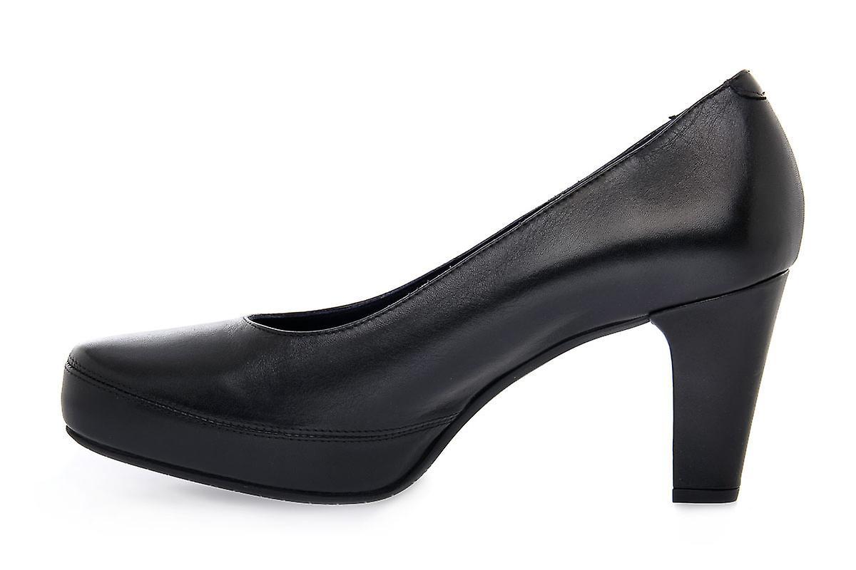 Fluchos blesa samun scarpe