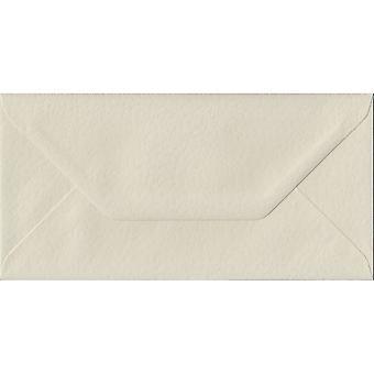 Ivoor Hammer gegomd DL gekleurde ivoor enveloppen. 100gsm FSC duurzaam papier. 110 mm x 220 mm. bankier stijl envelop.