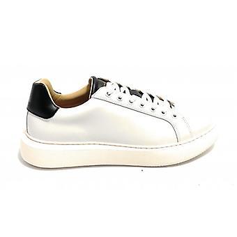 Men's Shoe Ambitious Sneaker 8320 Leather Color White/ Black U21am09
