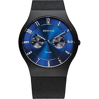 Reloj clásico de Bering hombre de titanio plana Extra 11939-078-