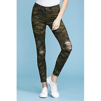 ג'ינס סקיני עם הדפס הסוואה
