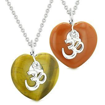 Alte tibetische OM Amulette Liebespaare oder beste Freunde geschwollene Herzen roter Jaspis Tiger Eye Halsketten