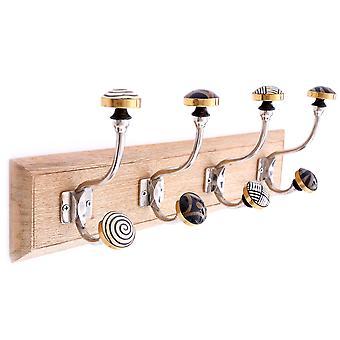 4 Gouden decoratieve haken op houten basis stijlvol