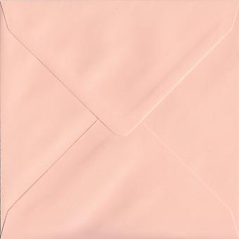Lachs rosa gummierte 155 mm quadratische farbige rosa Umschlägen. 100gsm FSC nachhaltigen Papier. 155 mm x 155 mm. Banker Stil Umschlag.
