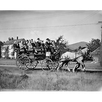 Gruppe von Menschen in einer Pferdekutsche New Hampshire USA Poster Print