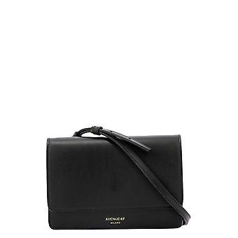 Avenue 67 Travelvit1 Women's Black Leather Shoulder Bag