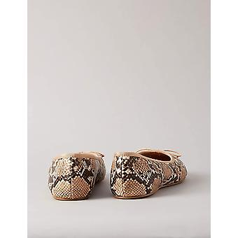 Trouver. Womens Ballet s1a Closed Toe Ballet Flats