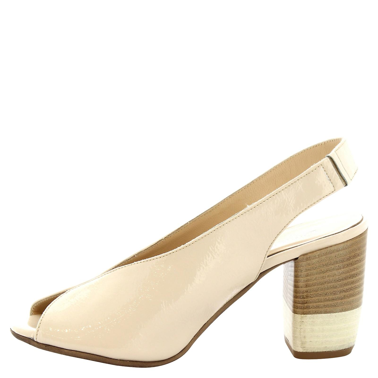 Leonardo Shoes Women's handmade heeled sandals in cream shiny calf leather