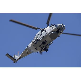 Śmigłowiec NH90 francuskiej marynarce wojennej w lotach nad Francja Poster Print