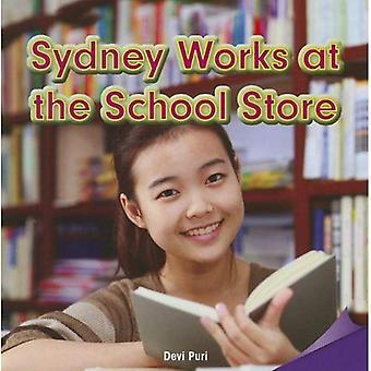 Sydney travaille au magasin scolaire
