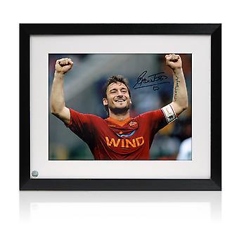 Gerahmte Francesco Totti unterzeichnet als Roma-Foto: Der römische Kaiser