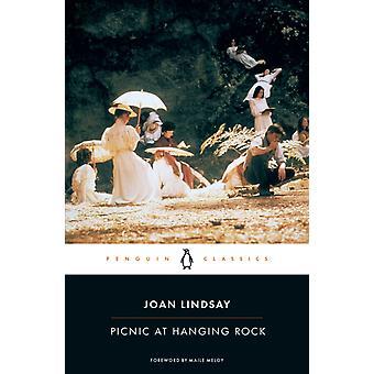 نزهة في الصخرة المعلقة من قبل جوان ليندساي ومقدمة من قبل ميلوي مايلي