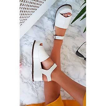 IKRUSH Womens Miya Faux Leather Flatform Sandals