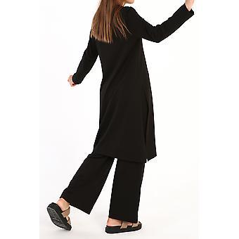 מכנסיים בסיסיים מכותנה וחולצה מפורטת