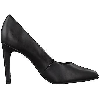Elegantes tacones altos negro