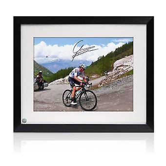 Chris Froome firmó la foto del ciclismo: Giro de Italia 2018. Enmarcado