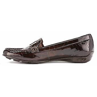 Walking Cradles Womens March Leather Closed Toe Loafers