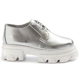 Ezüst fémes bőr harci női derby cipő