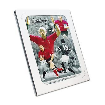Gareth Thomas allekirjoitti Wales Rugby -kuvan. Lahjalaatikossa
