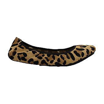 Me Too Womens icon9 Fabric Closed Toe Slide Flats