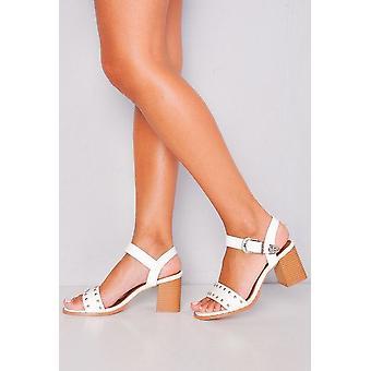 Stile occidentale con borchie Strappy blocco tacco sandali bianco