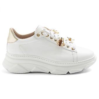 Women's Stokton Bee 857d White and Gold Sneaker