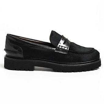 Black Horse Loafers mit gebürstetem Leder Details