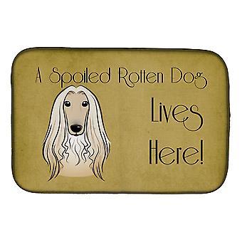 Afganistanin Hound pilaantunut koira asuu täällä lautasen kuivaus matto