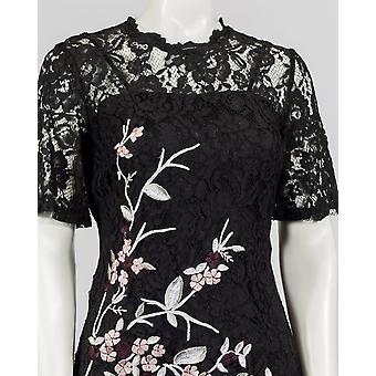 Ein elegantes glamouröses Kurzarm-Spitzen-Shift-Kleid