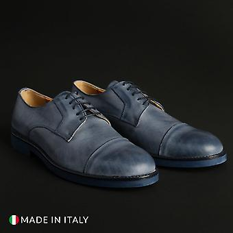 Man laced shoes m55287