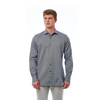 Grå skjorta Bagutta man