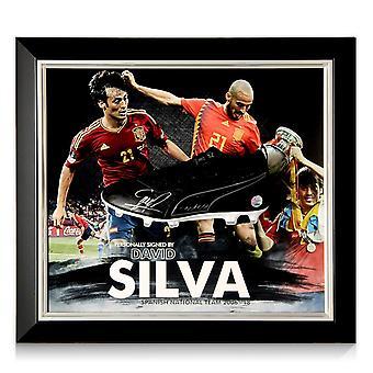 ダビド・シルバはフットボールブーツスペインプレゼンテーションに署名しました。フレーム