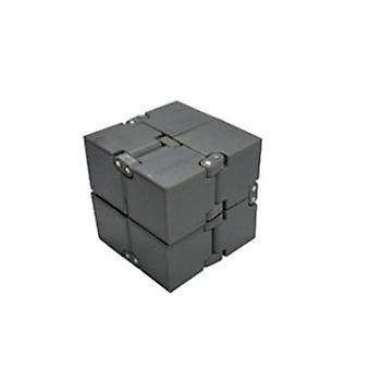 Brinquedo cubo de rubik infinito cinza na ponta dos dedos, descompressão de brinquedo cubo de rubik az3864