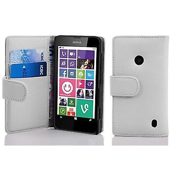 Cadorabo tapauksessa Nokia Lumia 630 / 635 MAGNESIUM WHITE - Matkapuhelin tapauksessa jäsennelty Faux nahka seistä toiminto ja kortti tarjotin - kotelo kattaa suojakotelo tapauksessa tapauksessa taitto tyyli