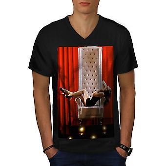 大人の女性のセクシーな男性 BlackV ネック t シャツのモデル |Wellcoda