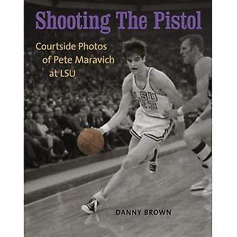 Skyting pistolen: Courtside bilder av Pete Maravich på LSU