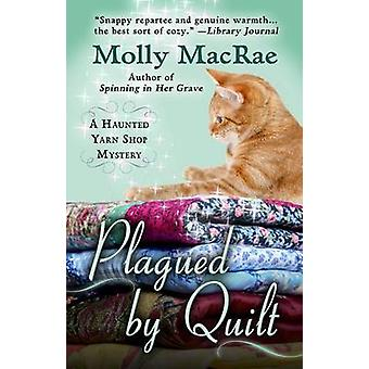 Plagued by Quilt (large type edition) by Molly MacRae - 9781410479013